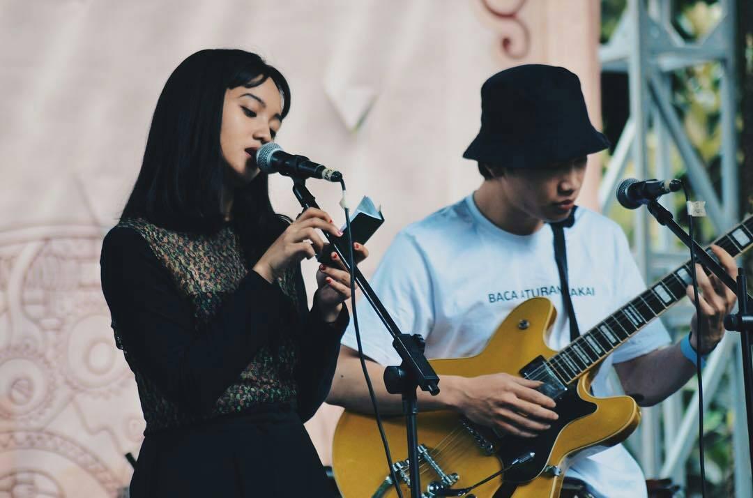 Karena sama-sama bergaul di lingkungan musik, Garzi dan Hana merasa cocok membentuk duo.