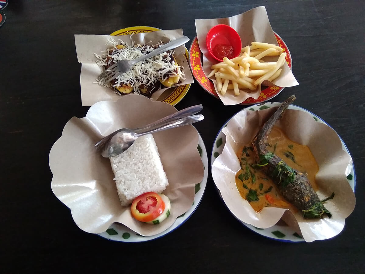 Sajian menu khas ketika berkunjung ke Kafe Bocor Alus