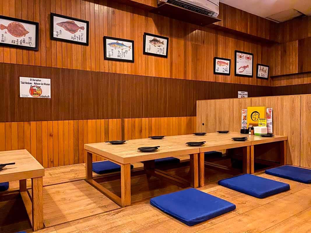 Lesehan khas Jepang untuk pengunjung yang ingin privasi