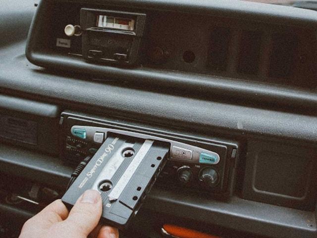 Kalau sekarang terkenal bertukar playlist, zaman dulu ada yang namanya mixtape! udah tau belum bro? simak selengkapnya disini ya!